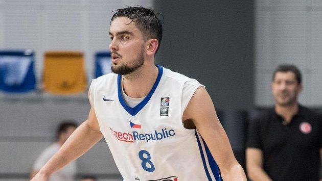 Český basketbalista Tomáš Satoranský během přípravného utkání basketbalové reprezentace.