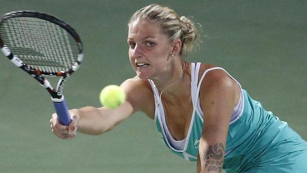 Karolína Plíšková v semifinálovém duelu na turnaji v Dubaji.