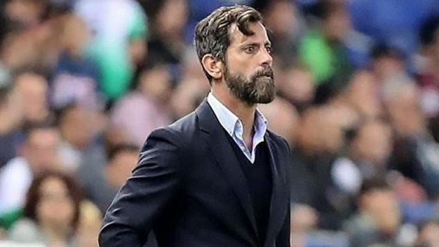 Novým koučem fotbalistů týmu Šanghaj Šen-chua byl jmenován Španěl Quique Sánchez Flores.