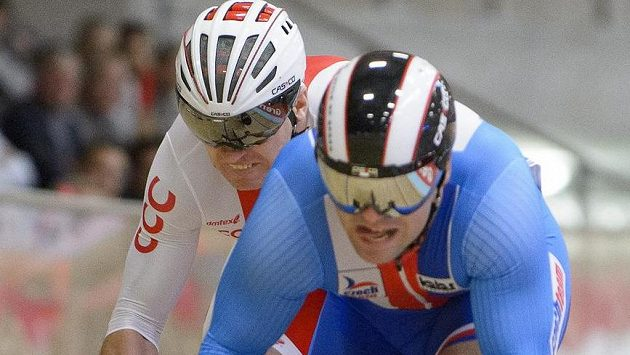 Český sprinter Adam Ptáčník (vpravo) a Damian Zielinski z Polska na ME v Grenchenu.