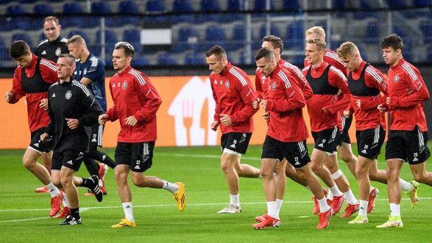 Fotbalisté Sparty Praha během tréninku v dánské Kodani.