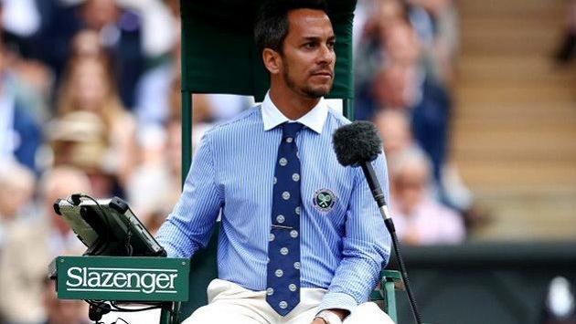 Německý rozhodčí Damian Steiner ve Wimbledonu.