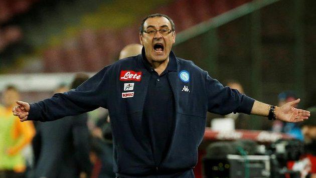 Trenér Neapole Maurizio Sarri při utkání s AS Řím.