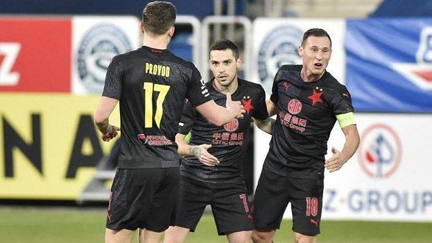 Hráči Slávie se radují z gólu, Nicolae Stanciu (uprostřed) se v utkání proti Slovácku trefil hned dvakrát.