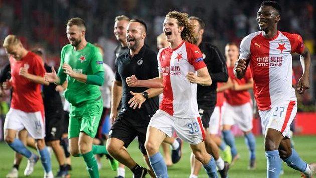 Fotbalisté Slavie Alex Král a Ibrahim Traoré během oslav