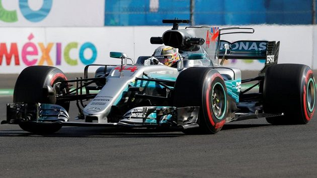 Lewis Hamilton při tréninku na Velkou cenu Mexika.