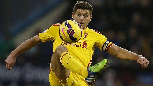 Kapitán Steven Gerrard dá po sezóně Liverpoolu sbohem...