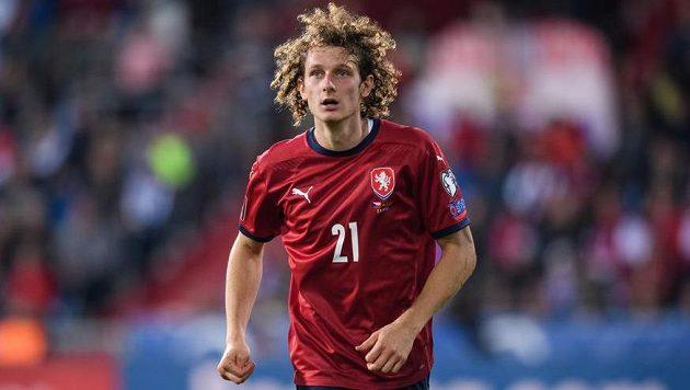 Alex Král během utkání kvalifikace MS 2022 proti Bělorusku.