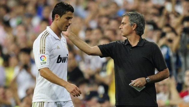 Cristiano Ronaldo a trenér José Mourinho na snímku z října roku 2011 během společného působení v Realu Madrid.