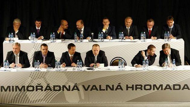 Mimořádná valná hromada FA ČR má za úkol zvolit nového svazového předsedu.