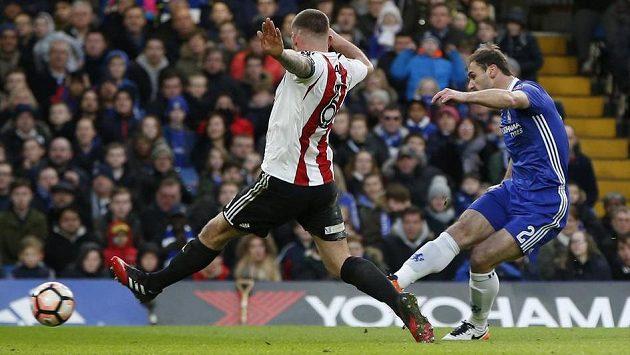 Branislav Ivanovič (vpravo) střílí gól do sítě Brentfordu ve 4. kole FA Cupu. Byl to jeho poslední zásah v dresu Chelsea.