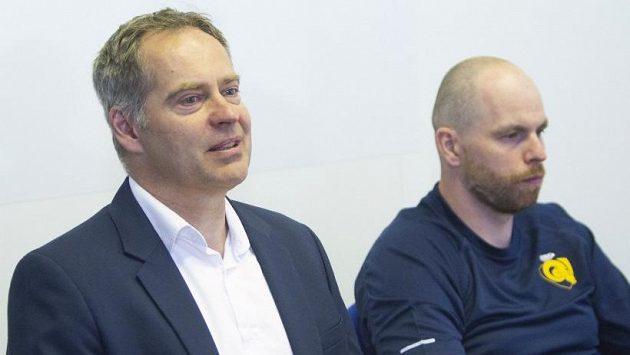 Manažer Martin Hosták (vlevo) se zlínským kapitánem Tomášem Žižkou.