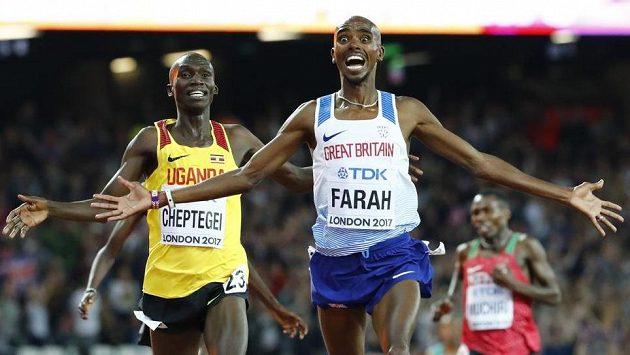 Britský vytrvalec Mo Farah si běží pro zlato na trati 10 000 metrů.