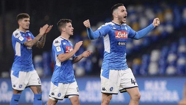Fotbalisté Neapole se radují z postupu