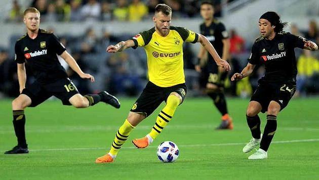 Andrij Jarmolenko už sice rok nehraje za Dortmund, ale jeho přestup z roku 2017 má pro Borussii stále dohru