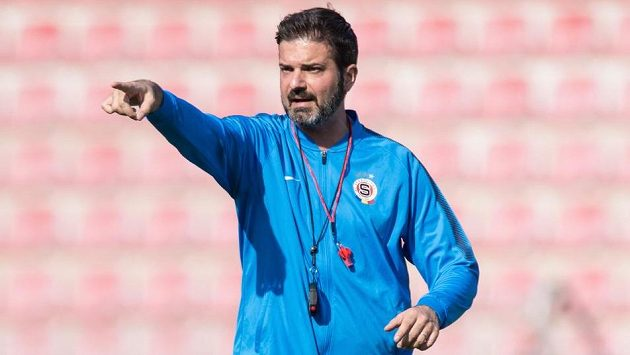 Trenér Sparty Andrea Stramaccioni během tréninku.