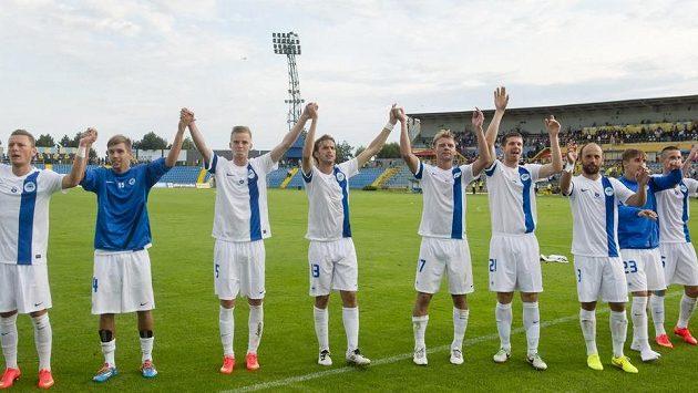 Liberečtí fotbalisté slaví vítězství na hřišti Košic. Na snímku je i autor jediné branky zápasu záložník Marek Jarolím (čtvrtý zleva).