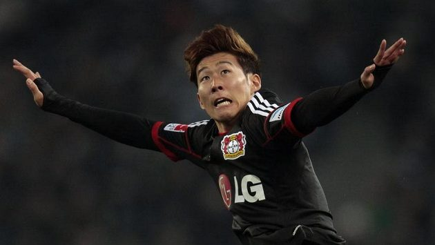 Son Hung-min z Leverkusenu jásá, jeho trefa rozhodla o výhře Bayeru na hřišti Mönchengladbachu.