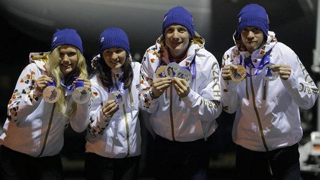 Čeští biatlonisté prožili skvostnou sezónu korunovanou pěti olympijskými medailemi v Soči.