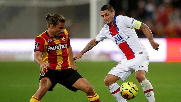 Marco Verratti z PSG a Yannick Cahuzac z Lens.
