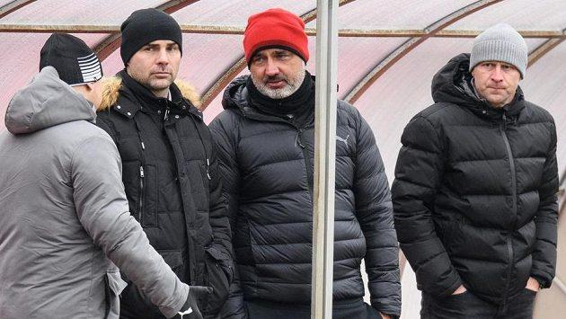 Sportovní ředitel Slavie Praha Jan Nezmar, trenér Jindřich Trpišovský a vedoucí mužstva Stanislav Vlček.