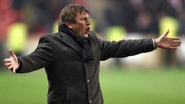 Trenér Slavie Miroslav Beránek se zlobí...