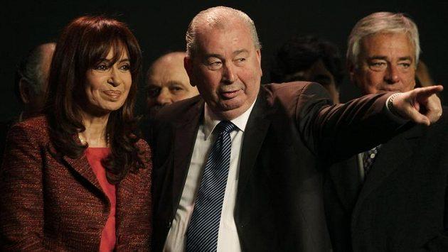 Argentinská prezidentka Cristina Fernandezová na snímku se zesnulým předsedou AFA Juliem Grondonou.