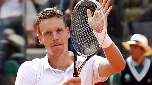 Radost Tomáše Berdycha po vítězství nad Srbem Novakem Djokovičem ve čtvrtfinále turnaje v Římě.