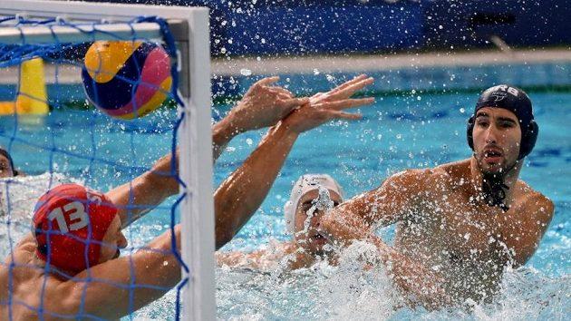 Vodní pólisté Řecka ve finálovém zápase se Srbskem