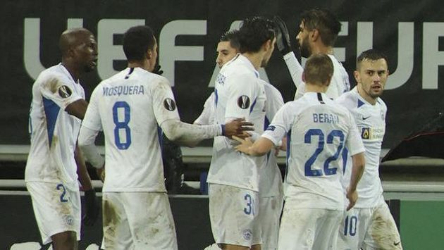 Liberečtí hráči oslavují gól v Gentu.