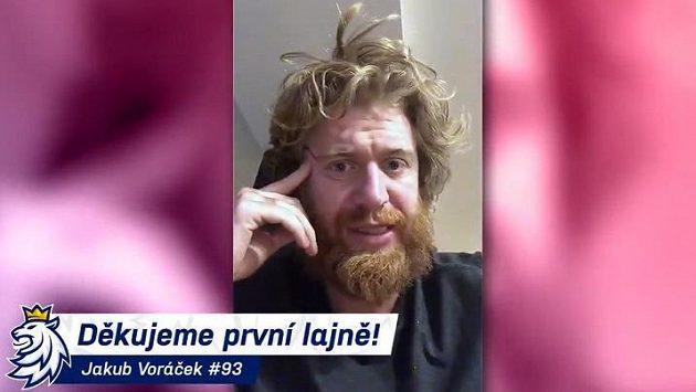 Jakub Voráček děkuje první lajně.