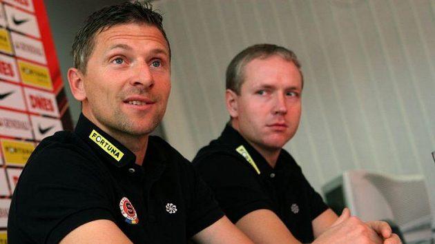 Martin Hašek (vlevo) jako první kouč Sparty a jeho asistent Václav Jílek. Dojde k velkému návratu...?