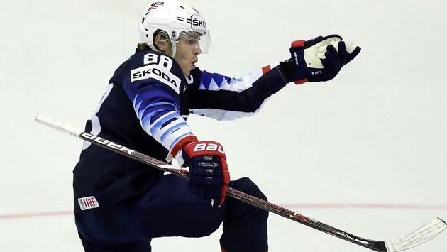 Patrick Kane se raduje po dalším gólu v české síti.