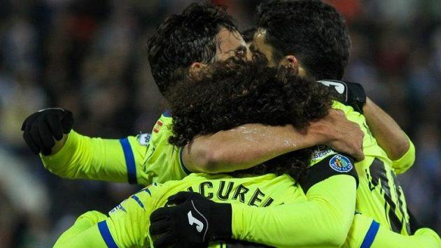 Fotbalisté Getafe se radují z branky