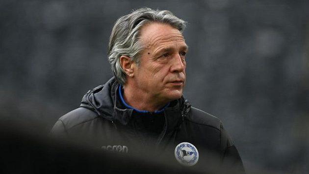 U fotbalistů Bielefeldu skončil po sérii pěti bundesligových zápasů bez výhry trenér Uwe Neuhaus.