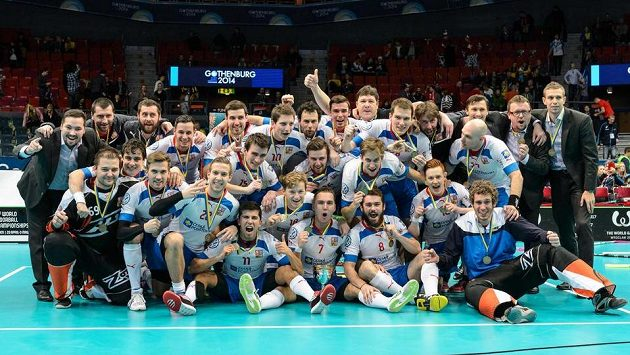 Český tým se raduje ze zisku bronzu z MS