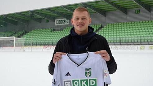 Estonský reprezentant Vlasij Sinjavskij s dresem Karviné.