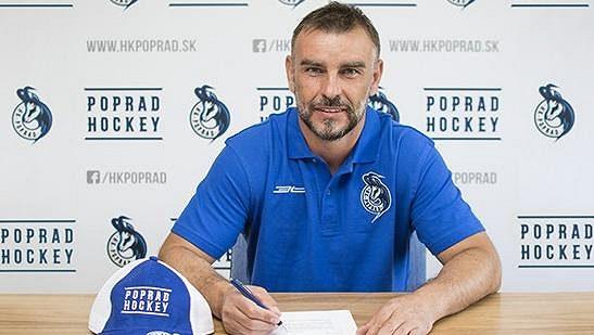 Arne Kroták podepsal další smlouvu v Popradu, je mu 45 let, přesto se na další sezónu těší.