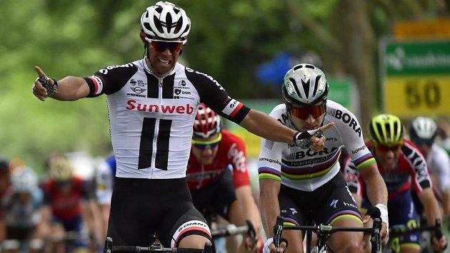 Australan Michael Matthews v cíli třetí etapy Kolem Švýcarska.