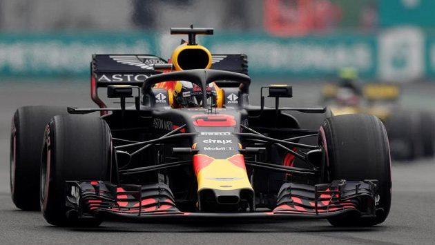 Daniel Ricciardo na trati sobotní kvalifikace GP v Mexiku.