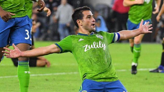 Nicolas Lodeiro (10) ze Seattlu se raduje po gólu proti FC Los Angeles.