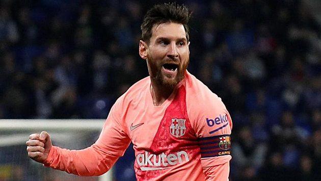 Hvězdný Lionel Messi přispěl k výhře Barcelony v městském derby proti Espaňolu dvěma trefami.