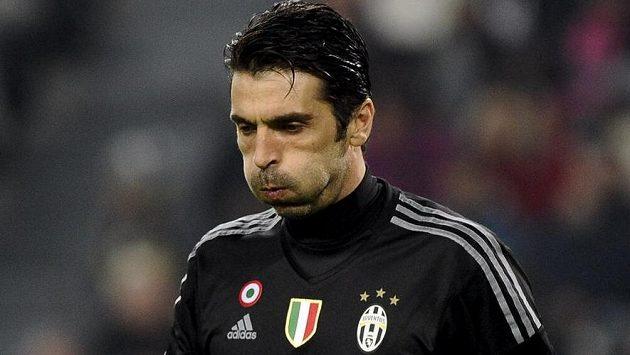 Zklamaný brankář Gianluigi Buffon po vyřazení z Ligy mistrů.