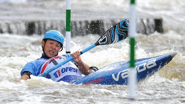 Kajakář Jiří Prskavec během kvalifikace MS ve vodním slalomu na trojském kanále v Praze.
