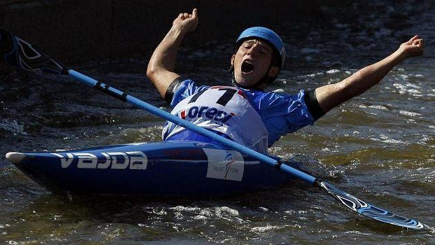 Jiří Prskavec se raduje po finálové jízdě na mistrovství světa ve vodním slalomu.