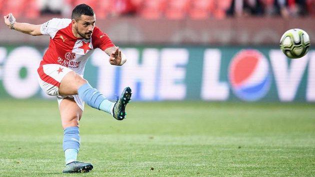 Nicolae Stanciu ze Slavie Praha během utkání ve skupině o titul proti Plzni.