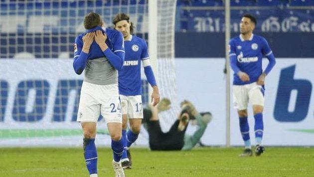 Zklamaní fotbalisté Schalke po další porážce