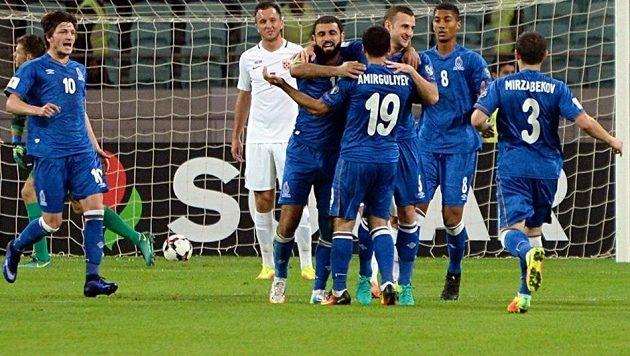 Fotbalisté Ázerbájdžánu se radují z vítězného gólu proti Norsku.