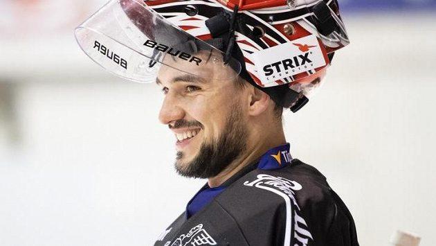 Usměvavý Jakub Kovář během tréninku v rámci kempu hokejové reprezentace.