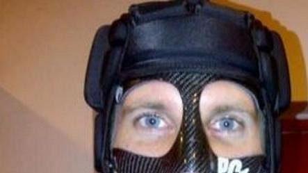 Nová maska vyrobená pro Petra Čech v Miláně.